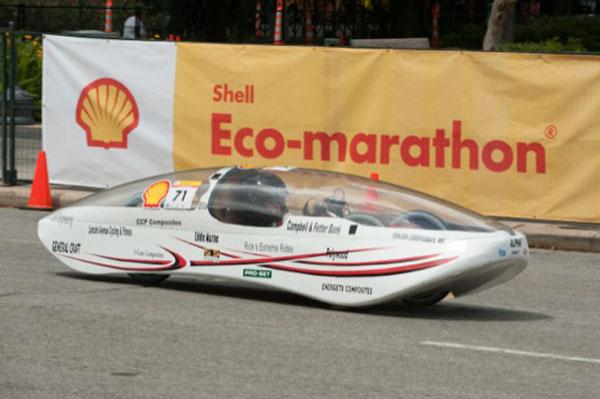jedno ze soutěžících vozidel na Shell Eco-marathonu 2013